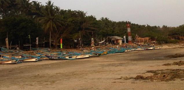 Perahu Nelayan di Pantai Mina Jaya, Sukabumi