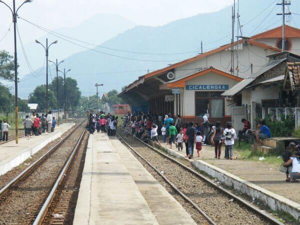 Menjelang kedatangan KRD - Stasiun Cicalengka