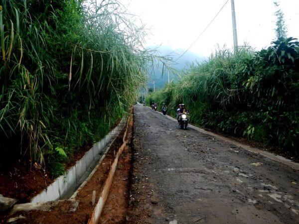 Jalan Menuju Wana Wisata Curug Nangka