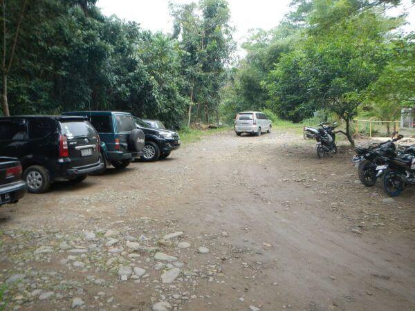 Tempat parkir - Penangkaran Rusa Cariu