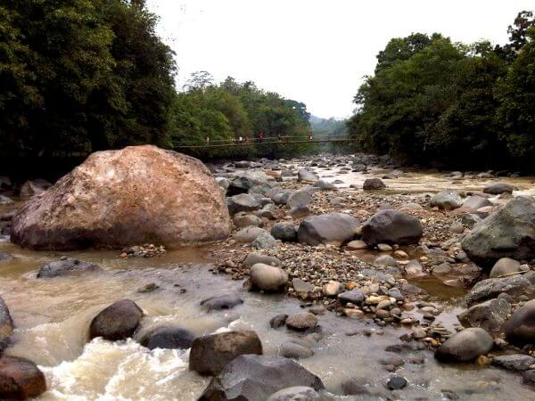 Bebatuan besar Sungai Cibeet - Penangkaran Rusa Cariu