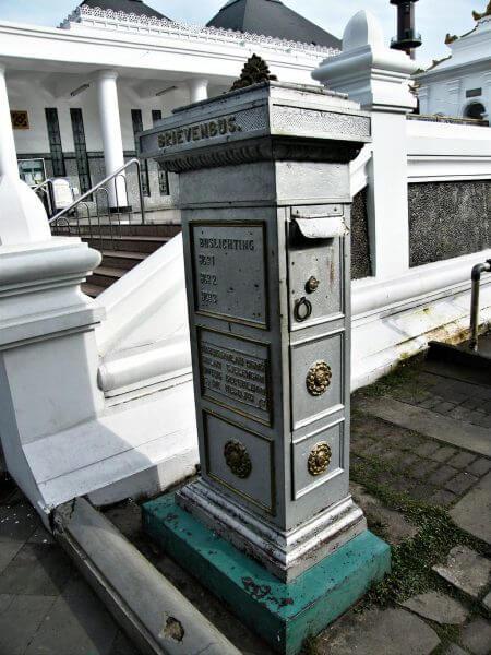 Kotak amal bersejarah di Masjid Agung Palembang